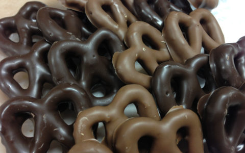 chocolate-covered-pretzels-1