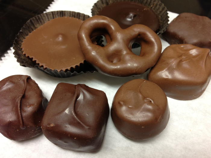 Assorted sugar free chocolates in milk and dark chocolate.